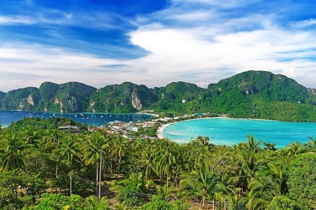 Podróż wakacje tło - wyspa phi-phi, prowincja krabi, tajlandia, azja