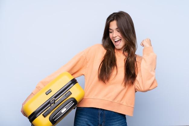 Podróżnicza kobieta z walizką