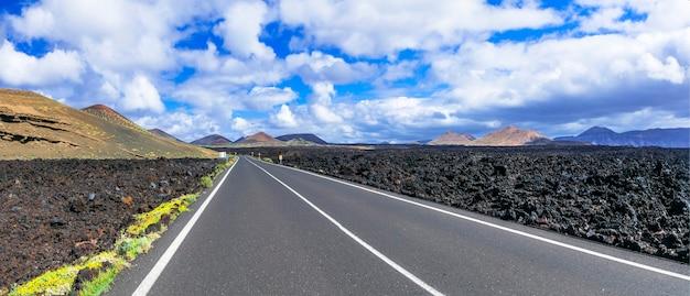 Podróżuj drogą na wyspę lanzarote przez wulkaniczną pustynię wyspy kanaryjskie w hiszpanii