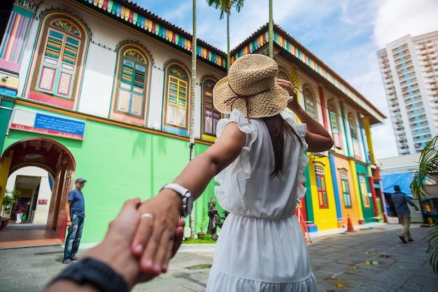 Podróżując w małych indiach w singapurze