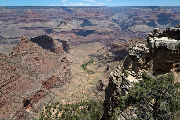 Podróżujący Punkt Orientacyjny Usa. Wielki Kanion. Południowa Krawędź Arizony Premium Zdjęcia