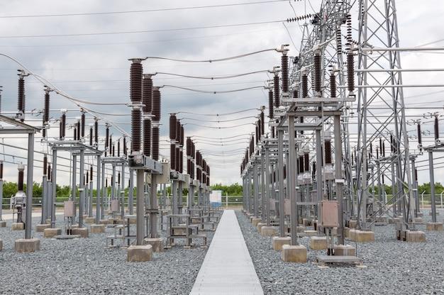 Podstacja elektryczna z wyłącznikami