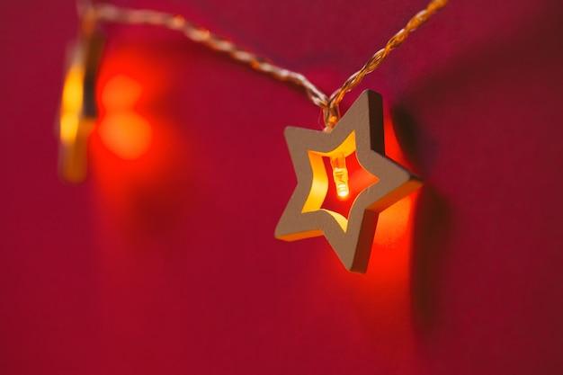 Podświetlana girlanda w kształcie gwiazdy na kolor z bliska