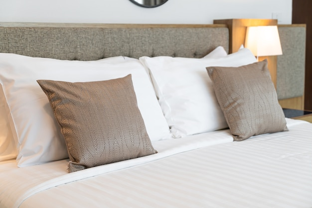 Poduszka dekoracyjna na łóżko