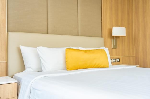 Poduszka na łóżko z kocem dekoracyjnym wnętrzem