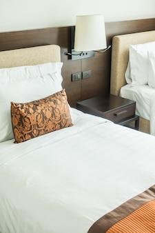 Poduszka na łóżku
