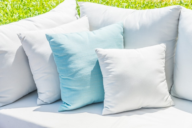 Poduszka na rozkładanej sofie