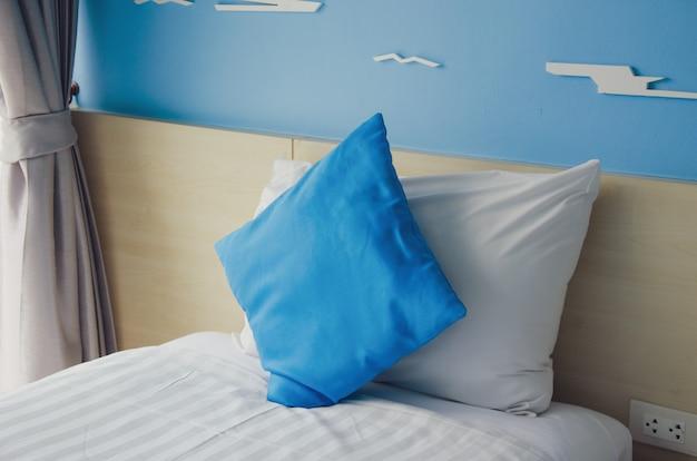 Poduszki na łóżko