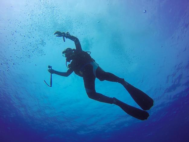 Podwodne nurkowanie selfie strzał z selfie kij
