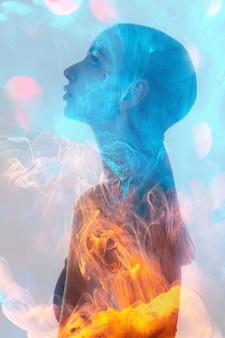Podwójna ekspozycja sylwetki duchowej aury kobiety
