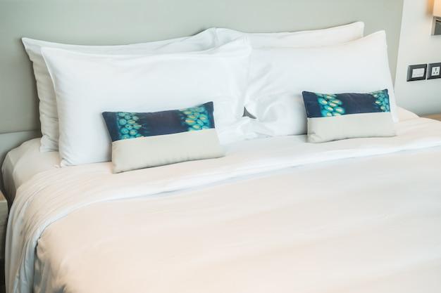 Podwójne łóżko widziane z góry
