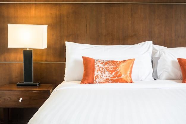 Podwójne łóżko z szafki nocnej