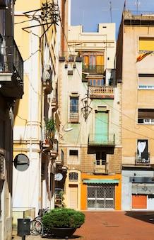 Podwórze w mieście śródziemnomorskim. barcelona