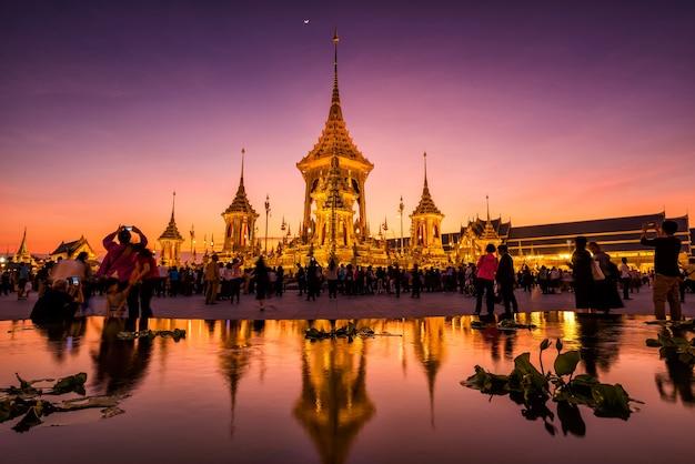 Poeple w królewskiej kremacji jego królewskiej mości król bhumibol, bangkok, tajlandia