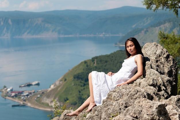 Pojawienie się dziewczyny z buriacji nad jeziorem bajkał