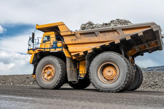 Pojazd w widoku kopalni węgla