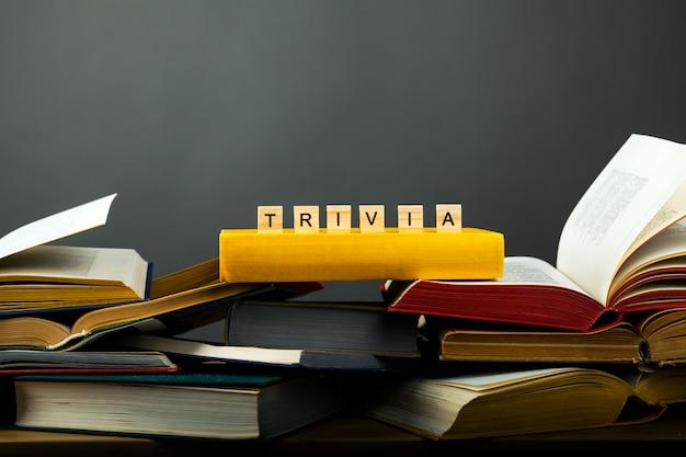 Pojęcie bezużytecznej biblioteki z książkami.