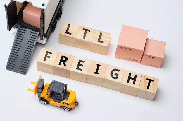 Pojęcie branży kurierskiej termin mniejszy niż obciążenie ciężarówki. fracht ltl.