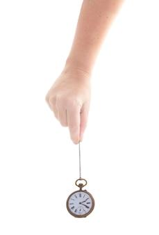 Pojęcie czasu - czyjaś ręka trzyma antyczny zegar na białym tle
