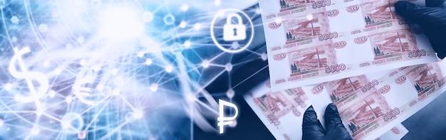 """Pojęcie globalnego kryzysu gospodarczego. nielegalna produkcja pieniędzy, napis na rachunku """"pięć tysięcy rubli"""". drukuj pieniądze w domu. pieczęć pięciotysięcznych banknotów przez przestępcę."""