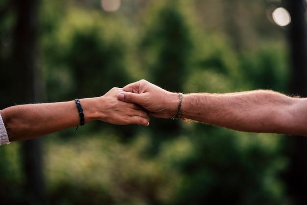 Pojęcie miłości i pomagania sobie nawzajem lub relacji
