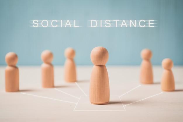 Pojęcie odległości społecznej z drewnianych klocków