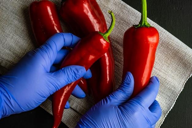 Pojęcie opieki zdrowotnej ze świeżego czerwonego pieprzu