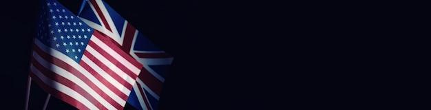 Pojęcie stosunków dyplomatycznych. flaga stanów zjednoczonych ameryki i federacji rosyjskiej. presja sankcji w polityce.