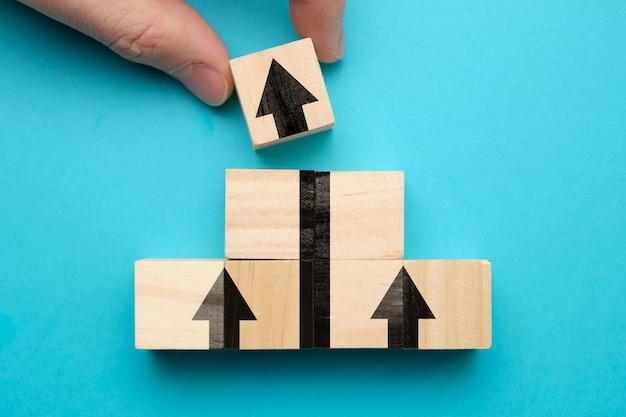 Pojęcie wzrostu i sukcesu biznesowego ze znakiem strzałki.