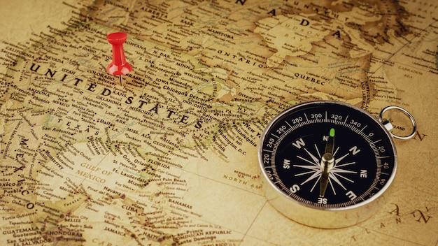 Pojedyncza czerwona pinezka oznaczająca lokalizację na mapie stanów zjednoczonych ameryki.