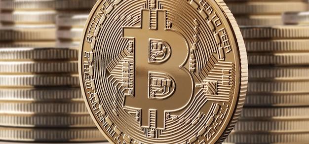 Pojedyncza moneta lub ikona bitcoin stojąca przed stosami monet. koncepcja kryptowaluty i blockchain,