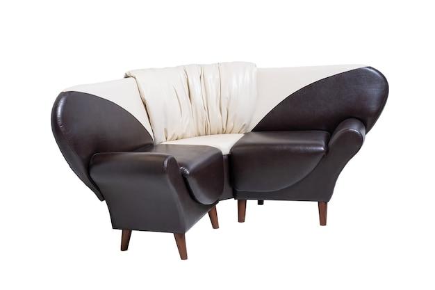 Pojedyncza skórzana kanapa biurowa na białym tle, widok z boku. nowoczesna kanapa, meble, wnętrze, projekt domu