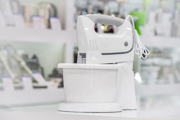 Pojedynczy elektryczny robot kuchenny w sklepie