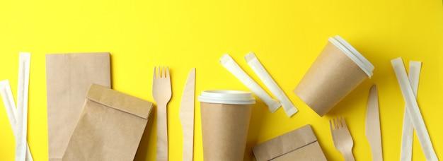 Pojemniki dostawcze na jedzenie na wynos na żółto