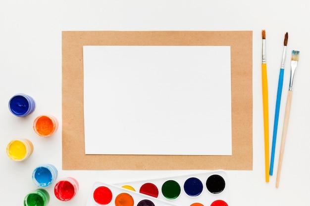 Pojemniki na papier i farby akwarelowe