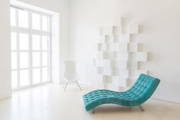 Pokój typu studio w białym tech