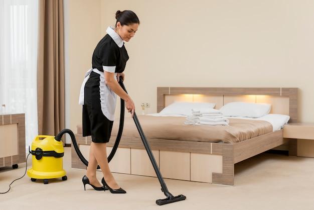 Pokojówka pokojowa hotelowa