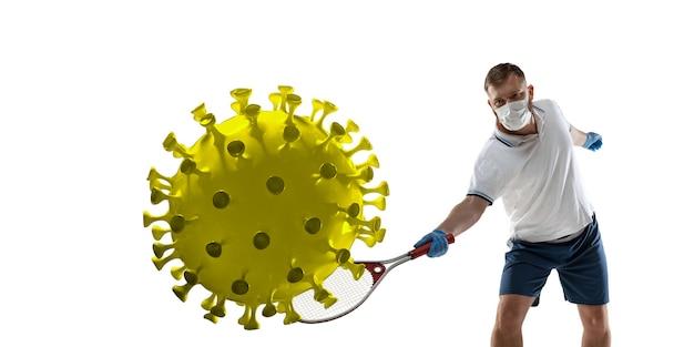 Pokonaj chorobę. sportowiec kopanie tenisa, wykrawanie koronawirusa, koncepcja ochrony i leczenia. leczenie chińskiego koronawirusa. opieka zdrowotna, medycyna, sport i aktywność w czasie kwarantanny. ulotka.