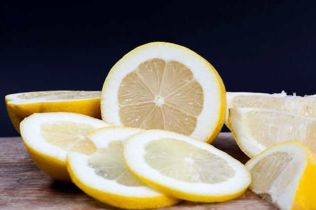Pokrój cytrynę