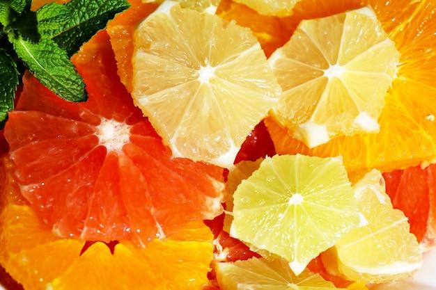 Pokrojone owoce cytrusowe tło