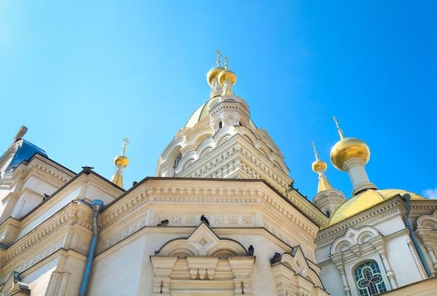 Pokrovskij (ochrona najświętszej maryi panny) - (główna świątynia prawosławna) w centrum miasta sewastopola (krym, ukraina). zbudowany w 1905 roku przez architekta ba feldmana.