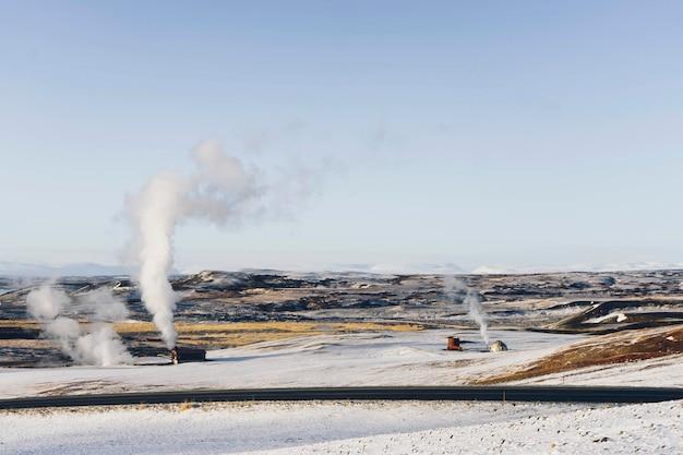 Pokryte śniegiem równiny na islandii