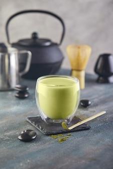Połącz herbatę z kaplicą i bambusową łyżką