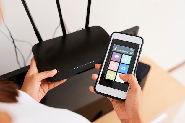 Połączenie systemu inteligentnego domu online z routerem wi-fi