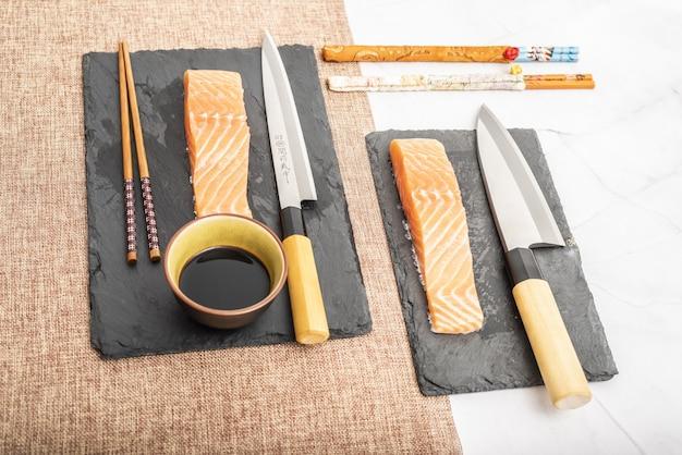 Polędwiczki z łososia do sushi i sashimi do gotowania surowej ryby