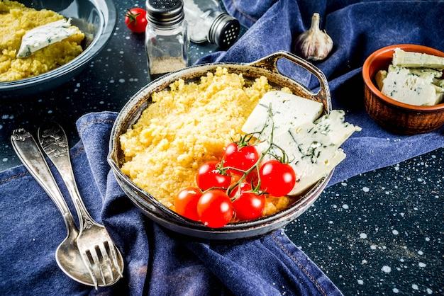 Polenta z gorgonzolą i pomidorami