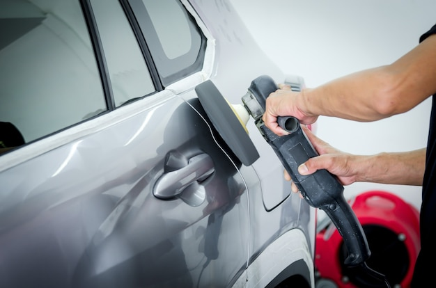 Polerowanie samochodu, przygotowanie powierzchni samochodu przed nałożeniem powłoki ceramicznej