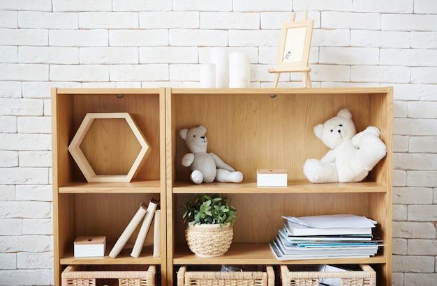 Półka w pokoju
