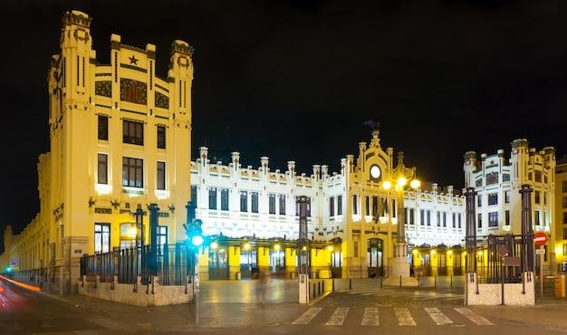 Północna stacja (estacio del nord) w nocy. walencja