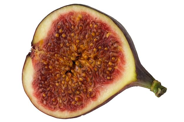 Połowa owoców figowych z bliska makrofotografii na białym tle na białym tle